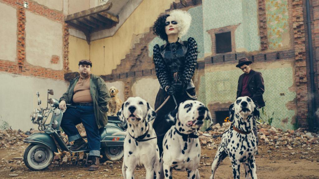 Figurino, Trilha Sonora e Roteiro de Cruella Valem o Cinema